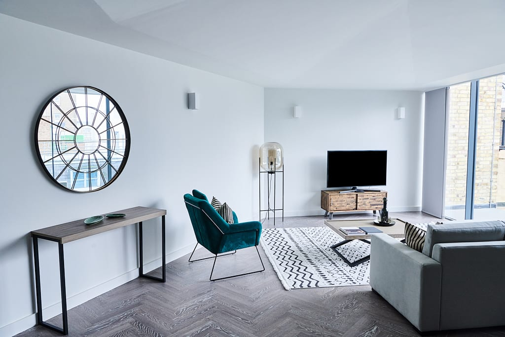 Living room with sofas, a tv, mirror and coffee table